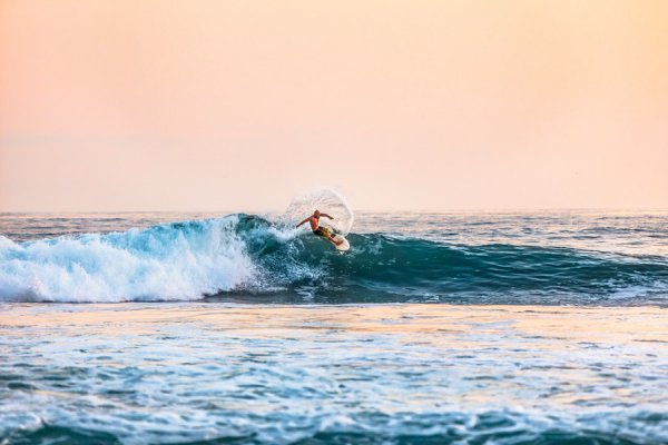サーフィン初心者が知っておくべきサーフィンを続けることのメリット・デメリットを紹介します。楽しいけど地獄、そして天国