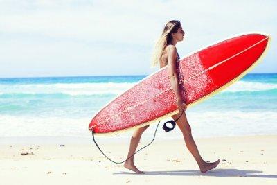 サーフィンはダイエットに効果的!20キロ痩せた実例あり