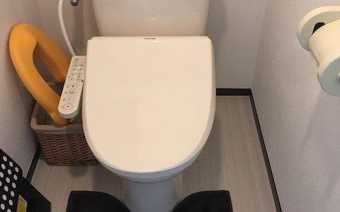 トイレを洗ってもアンモニア臭い!原因は便器と床の境目にできた尿石と尿の飛び散った壁です。効果的なトイレ掃除で匂いを取り除きましょう