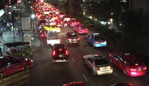 バンコクの渋滞がひどすぎるからGrabでバイクタクシーで快適に移動した