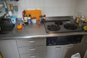 掃除前のキッチン