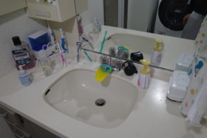 掃除前の洗面所
