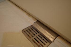 掃除前のお風呂の排水溝