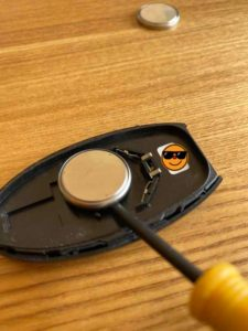 ボタン電池の外し方